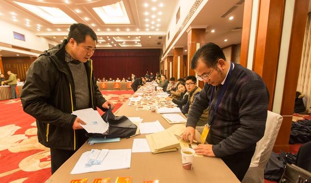 参加市政协十四届四次会议的委员陆续报道