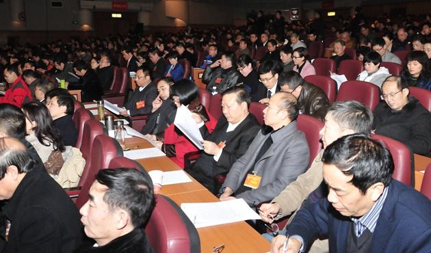 委员听取市中级人民法院、市人民检察院工作报告